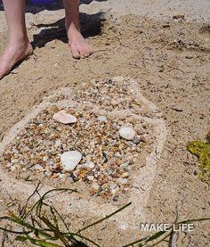 Παιχνίδια στην παραλία. 8 ιδέες για να απασχολήσετε τα παιδιά End Of Year Activities, Stepping Stones, Outdoor Decor, Stair Risers