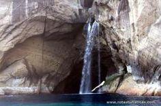 Cascata na gruta do Galo - Ilha das Flores