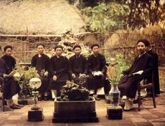 Scholars under Nguyen dynasty (not Chinese, but it has a strong Chinese cultural influence on the clothing. Just pinning here for cross reference)