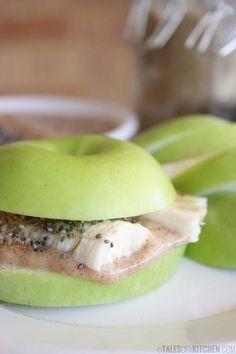 Banana apple sandwich with a creamy sweet sauce, linseed and chia. *Raw & Vegan*