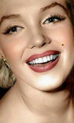 Marilyn Moroe, Best Kisses, Marilyn Monroe Photos, Movie Facts, Norma Jeane, Celebs, Celebrities, Diamond Are A Girls Best Friend, Vintage Love