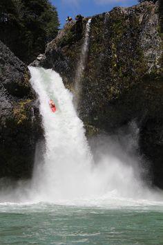 OMG WEEEEEE!! Crazy! lol But I'll do it… so much fun river rafting Salto de Nilahue (Chile)