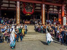 Asakusa Shirasagi no Mai 2/10 The white heron dancers pass from Sensoji's entrance and bow to the deity Kanon. #Asakusa, #Shirasagi, #white, #heron, #dance, #Sensoji November 3, 2014 © Grigoris A. Miliaresis