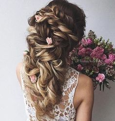 Who else loves these tiny florals blended with a fabulous curly hair style for a…