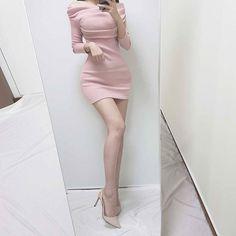 "Rosevelvet 로즈벨벳さんはInstagramを利用しています:「새해첫인스타🙂 넘겨보세용❣ ⠀⠀⠀⠀⠀⠀⠀⠀⠀ ⠀⠀⠀⠀ ⠀⠀⠀⠀⠀⠀⠀⠀⠀⠀⠀⠀⠀ 👉 ""피치원피스"" 2만원대 쇼핑몰 업뎃완료 ! #치즈벨벳 #cheesevelvet _ _ _ _ _ _ _ #오오티디 #ootd #데일리룩 #데일리 #dailylook…」 Bodycon Dress, Fashion Outfits, Legs, Dresses, People, Fashion Suits, Fashion Sets, Dress, Gown"
