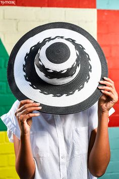 The perfect finishing touch for summer outfits? A wide-brimmed hat! With bold black-and-white stripes, this straw hat goes way beyond the beach. Wear it with a breezy button-down for weekends, a chic monokini for beach days or a flowy maxi dress for afternoon parties.