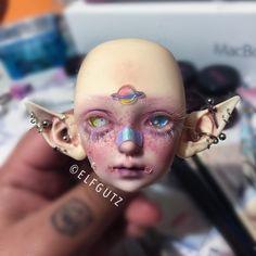 Gotta add teeth & more accessories and glitter ✨ by: Elfgutz Clay Dolls, Bjd Dolls, Arte Sketchbook, Realistic Dolls, Doll Painting, Anime Dolls, Creepy Dolls, Doll Repaint, Monster High Dolls