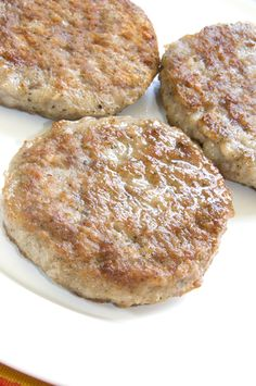 Breakfast Sausage Sausages don't have to be greasy or fatty! Try these delicious turkey based Skinny Breakfast Sausage Patties.Sausages don't have to be greasy or fatty! Try these delicious turkey based Skinny Breakfast Sausage Patties. Turkey Breakfast Sausage, Breakfast Sausage Recipes, Homemade Breakfast, Breakfast Sausages, Hot Sausage, Homemade Chicken Sausage Recipes, Sausage Spices, Sausage Seasoning, Gastronomia