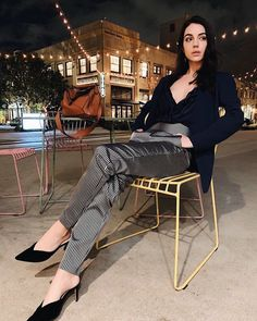 Picture of Adelaide Kane Reign Mary, Mary Queen Of Scots, Celebrity Feet, Celebrity Style, Cora Hale, Outfits Fiesta, Marie, Short Hair Styles, Celebs