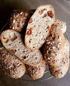Gluténmentes, kelesztés nélküli szénhidrát-csökkentett paradicsomos-pizzás bagett recept Könnyű, laza szerkezetű, lukacsos tésztájú kenyérhelyettesítő Tészta hozzávalói (8 db-hoz, 465 grammhoz): 200 g Szafi Reform kenyér