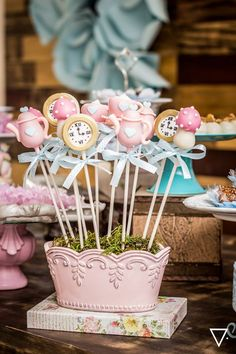 Alice in Wonderland cake pops Alice In Wonderland Decorations, Alice In Wonderland Cakes, Alice In Wonderland Wedding, Mad Hatter Party, Mad Hatter Tea, First Birthday Parties, First Birthdays, Cake Pops, Alice In Wonderland Tea Party Birthday