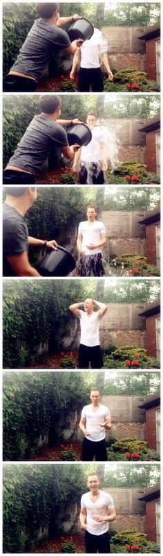 Tom Hiddleston ALS Ice Bucket Challenge (bucket thrown by Benedict Cumberbatch) Thomas William Hiddleston, Tom Hiddleston Loki, Beau Gif, Dc Memes, Loki Laufeyson, Loki Thor, British Actors, British Artists, The Villain