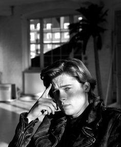 Brad Pitt Jason Priestley, Brad Pitt Hair, Young Brad Pitt, Bradd Pitt, Val Kilmer, Kris Kristofferson, Cute Actors, Leonardo Dicaprio, Celebs