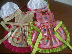 Avental infantil e chapéu gourmet.