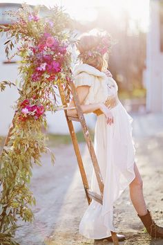 Flower-covered ladder | Photo by Happy Confetti Photography