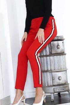 Rød bukse med striper Alix - 185126792 Capri Pants, Fashion, Environment, Moda, Capri Trousers, Fashion Styles, Fashion Illustrations