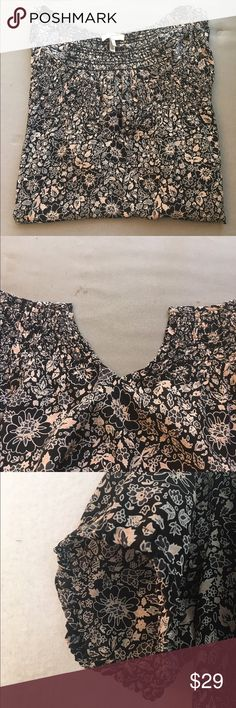 100% Silk Joie Floral Peasant Top Amazing floral peasant blouse by joie! 100% silk. Black white and baby pink. In great condition. Good for work, career, being casual out and about or dress it up with some heels! A great Summer shirt. A little baggy so could fit up to M Joie Tops Blouses