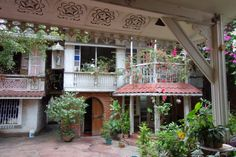 ARCHITECTURE: House of Philippine National Artist Ramon Obusan Filipino Architecture, Philippine Architecture, Architecture Old, Spanish House, Spanish Style, Filipino House, Philippine Houses, Urban Planning, Traditional House