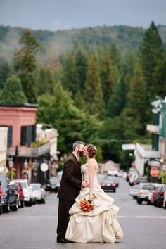Nevada City Weddings, One Fine Day Event | Discover charming local venues and vendors when you stay at the Outside Inn or Inn Town Campground in Nevada City, CA | Explore Northern California