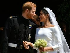 Prince Harry and Meghan Markle have been married for a month, and Markle has spoken about what married life is like for the two of them. Read what she said while on a visit with Queen Elizabeth here. Meghan Markle Wedding Pictures, Meghan Markle Wedding Dress, Prince Harry Wedding, Harry And Meghan Wedding, Prince Harry Et Meghan, Meghan Markle Prince Harry, Wedding Kiss, Wedding Music, Wedding Bouquet