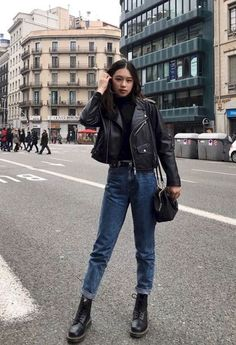 Creative and comfy womens boot outfit. Outfits ideas for Dr. Casual Fashionalbe Boots for Womens and Girls. Jean Jacket Outfits, Leather Jacket Outfits, Outfit Jeans, Leather Jackets, Jean Jackets, Black Mom Jeans Outfit, Black Leather Jacket Outfit, Biker Jacket Outfit, Jacket Jeans