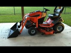 Home made garden tractor bucket loader Riding Mower Attachments, Garden Tractor Attachments, Kubota Compact Tractor, Compact Tractors, Lawn Mower Trailer, Small Garden Tractor, Homemade Tractor, Tractor Accessories, Diy Go Kart