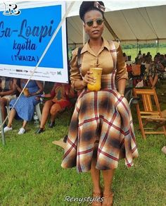 in your apparel attractive for what to sew with them. Its ok…you can acknowledge us later. Xhosa Attire, African Attire, African Wear, African Traditional Wedding, Traditional Wedding Dresses, Traditional Outfits, Shweshwe Dresses, African Maxi Dresses, African Print Fashion