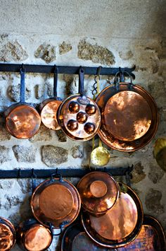 99 Elegant Cookware Sets You Should Have in Your Kitchen - Copper Pots, Copper Kitchen, Copper And Brass, Antique Copper, Gastro, Copper Decor, French Kitchen, French Farmhouse, Vintage Kitchen