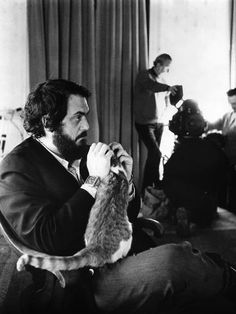 Director Stanley Kubrick and feline friend on set of A Clockwork Orange Stanley Kubrick, Crazy Cat Lady, Crazy Cats, I Love Cats, Cool Cats, Patricia Highsmith, Men With Cats, Celebrities With Cats, Animal Gato