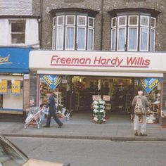 """Freeman Hardy Willis, have got youuuurrr shoes"" Do you remember? 1970s Childhood, My Childhood Memories, Great Memories, I Remember When, Teenage Years, My Memory, The Good Old Days, Retro, Just In Case"