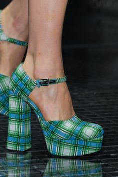 Prada at Milan Fashion Week Spring 2017 - Details Runway Photos Fancy Shoes, Pretty Shoes, Beautiful Shoes, Cute Shoes, Me Too Shoes, Prada Spring, Fashion Shoes, Fashion Outfits, Aesthetic Shoes