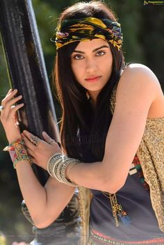 Adah sharma Beautiful Girl Photo, Beautiful Girl Indian, Beautiful Girl Image, Bollywood Heroine, Indian Bollywood Actress, Pakistani Hair, Short Girl Fashion, Adah Sharma, Stylish Girl