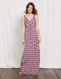 Embrace sunny weather with this sophisticated maxi dress. The V-shaped neckline and twisted detail draw attention to your waist for a super-flattering shape that skims over any lumps or bumps. It's made of wonderfully drapey fabric, so you can chuck it in the case without worrying about creases.