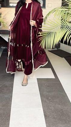 Pakistani Dresses Casual, Indian Fashion Dresses, Dress Indian Style, Pakistani Dress Design, Indian Outfits, Fashion Outfits, Fancy Dress Design, Stylish Dress Designs, Designs For Dresses