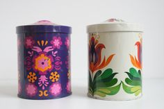A set of two  Vintage Tin Containers Retro 1906s - 1970s cookie jar