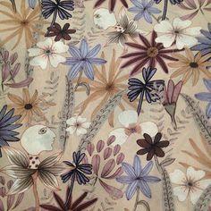 yolanda.raravis -  La vida secreta de las plantas #silkscarf  #fashion #patterndesign #springfashion #floralprint #floral #print #pattern #surfacespatterns #art #color