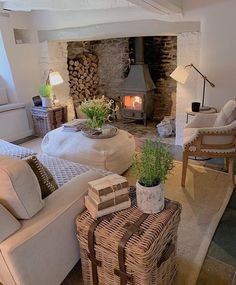 25 Rural Farmhouse Cottage Design Ideas with Artistic Touch Always aspired to learn how to knit, although unclear the place to start? This particular Definite Beginner Knitting Seq. House Design, Home Living Room, Home, Country Cottage, Cottage Design, Cottage Living Rooms, Interior Design, Cottage Living, Cosy Living Room