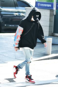 Suga (Airport Fashion (on the way to taipie taiwan for WINGS tour Bts Airport, Airport Style, Airport Fashion, Kpop Outfits, Fashion Outfits, Hope Fashion, Looks Style, My Style, Style Finder