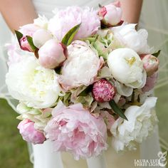 Peony and hydrangea bridal bouquet by Amy Potter | Country Way Floral & Event Design Studio Photography by Laura Luis | Three Lights Photography www.threelightsphoto.com