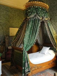 We don't all live in a castle, but we can pull ideas - this canopy is to die for - Bedroom 3 at Chatsworth House Home Decor Bedroom, Bedroom Furniture, Bed Crown, Chatsworth House, Georgian Homes, My New Room, Beautiful Bedrooms, Decoration, Queen