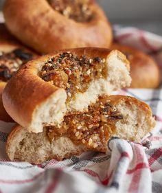 Mindenki kedvence: sajtos roló | Street Kitchen Ciabatta, Hot Dog, Bagel, Hawaii, Bread, Smoothie, Kitchen, Food, Cooking