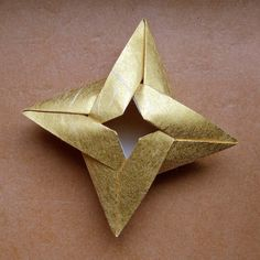 origami star box by evi binzinger, via Flickr; you find lots of beautiful origami items and for some even links to the pattern