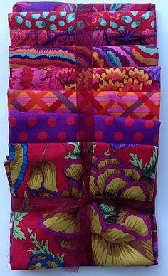 Kaffe Fassett Banded Poppy Textile Patterns, Quilt Patterns, Textiles, Hand Art, Fabulous Fabrics, Kfc, Quilt Making, Fabric Design, Printing On Fabric