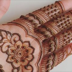 ✨ Mini tutorial of my previous design! Let me know what you think in the comments below! Henna Art, Hand Henna, Let Me Know, Let It Be, What You Think, Mehendi, Thinking Of You, Tattoos, Mini