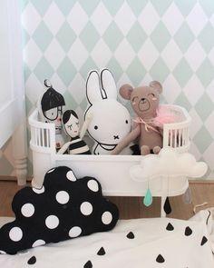Nos encanta los papeles pintados con rombos...entra en nuestra boutique online http://papelpintadobarato.es/: