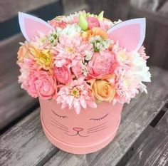 23 New Ideas Flowers Bouquet Box Pink Flower Bouquet Boxes, Flower Box Gift, Gift Bouquet, Small Bouquet, Amazing Flowers, Beautiful Flowers, Deco Floral, Cat Birthday, Birthday Sweets