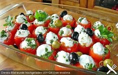 Gefüllte Tomaten mit Schafskäsecreme Sheep Cheese, Small Tomatoes, Tapas Party, Party Snacks, Cold Meals, Party Finger Foods, Appetizer Recipes, Veggie Recipes, Healthy Snacks