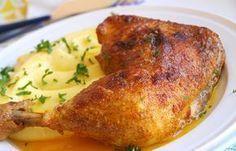 Určite poznáte ten pocit, keď v sobotu rozmýšľate, aký chutný nedeľný obed pripravíte. Vyriešili sme to za vás a zozbierali sme pre vás 12 skvelých receptov, ktoré sú ideálne na nedeľu. Meat Recipes, Chicken Recipes, Cooking Recipes, Food Porn, Czech Recipes, Meat Chickens, What To Cook, Family Meals, Pork