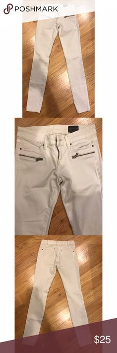Skinny Pants Off white color, from the pockets and front zippers, good condition Club Monaco Pants Skinny