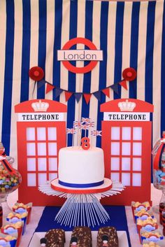 This London-themed birthday party via is such a cute idea! London Theme Parties, British Themed Parties, Uk Parties, British Party, London Party, London Cake, First Birthday Parties, Birthday Party Themes, First Birthdays